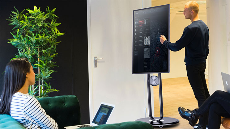How Do You Hold a Video Conferencing?